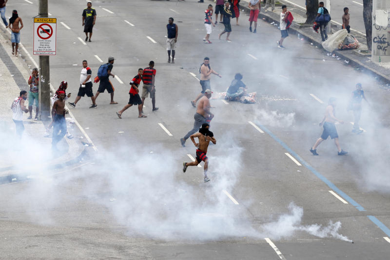 RIO DE JANEIRO, BRAZIL - NOVEMBER 24: Gas bombs are thrown at fans of Flamengo by the police during the celebrations the day after Flamengo won the Copa CONMEBOL Libertadores on November 24, 2019 in Rio de Janeiro, Brazil. (Photo by Miguel Schincariol/Getty Images)