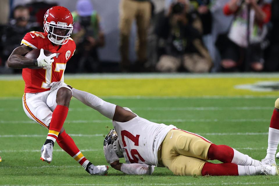 MIAMI, FLORIDA - FEBRUARY 02: Mecole Hardman #17 of the Kansas City Chiefs is tackled by Dre Greenlaw #57 of the San Francisco 49ers in the second quarter in Super Bowl LIV at Hard Rock Stadium on February 02, 2020 in Miami, Florida. (Photo by Al Bello/Getty Images)