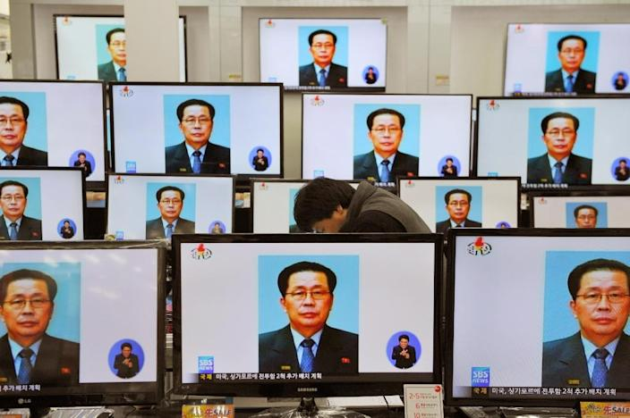 TV monitors at a Seoul electronics shop display the news of Jang Song-Thaek's excution, in December 2013 (AFP Photo/Woohae Cho)