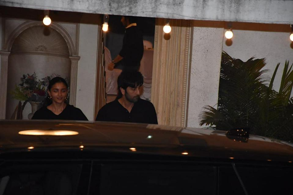 <p>Alia Bhatt and Ranbir Kapoor attend Randhir Kapoor's birthday party.</p>