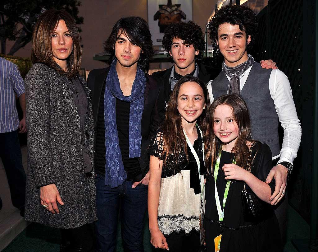 """""""Underworld"""" hottie Kate Beckinsale, her 9-year-old daughter Lily (bottom right), and a friend were lucky enough to meet the teen heartthrobs. Dimitrios Kambouris/<a href=""""http://www.wireimage.com"""" target=""""new"""">WireImage.com</a> - February 19, 2008"""