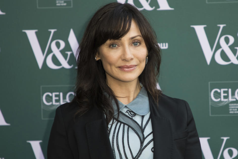 Natalie Imbruglia poses for photographers upon arrival at the preview of the exhibition 'Fashioned from Nature' at the Victoria and Albert Museum, in London, Wednesday, Apr. 18, 2018. (Photo by Vianney Le Caer/Invision/AP)