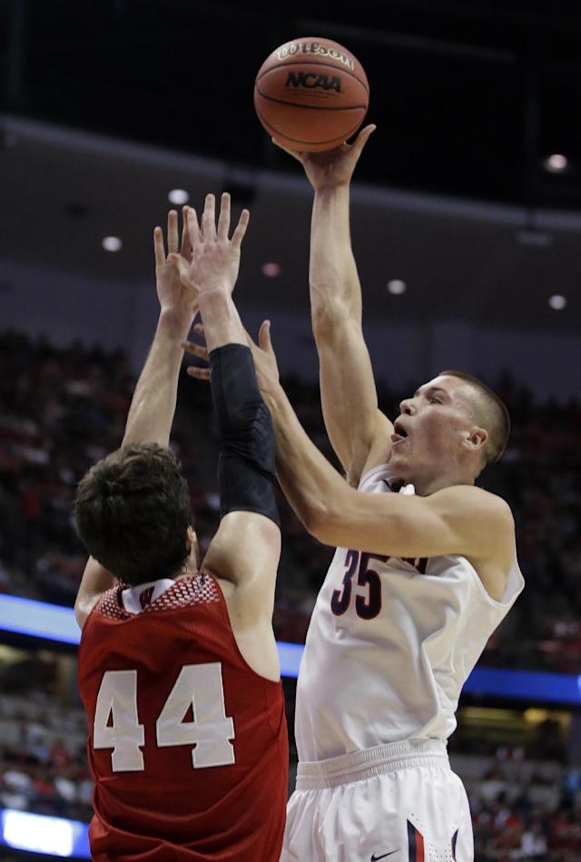 Arizona's Kaleb Tarczewski shoots over Wisconsin 's Frank Kaminsky (44) during the first half in a regional final NCAA college basketball tournament game, Saturday, March 29, 2014, in Anaheim, Calif. (AP Photo/Alex Gallardo)
