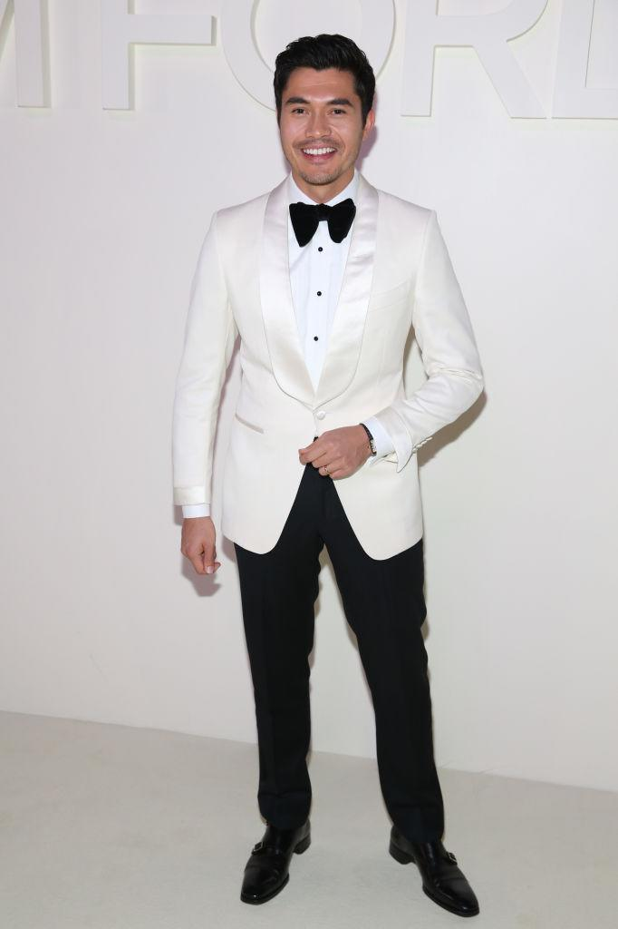 """<p>""""Crazy Rich Asians"""" star Henry Golding arrives for Tom Ford's spring/summer 2019 fashion show wearing an ivory shawl-lapel cocktail jacket, classic white piquet plastron evening shirt, black tuxedo pants and black patent loafers by Ford on Sept. 5, 2018, in New York City. (Photo: Rob Kim/WireImage) </p>"""