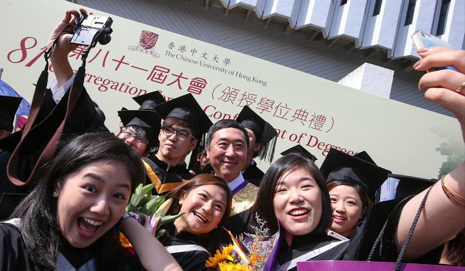 Students take photos with Chinese University's then-president Joseph Sung during a 2016 graduation ceremony. Photo: David Wong