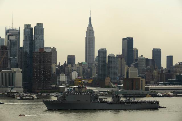 The USS Oak Hill, a Harpers Ferry-class, is seen from Weehawken in New Jersey as it arrives in New York Harbor for Fleet Week in New York May 21, 2014. REUTERS/Eduardo Munoz (UNITED STATES - Tags: MILITARY MARITIME)