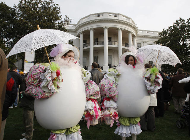 <p>Women dressed as Easter Eggs attend the annual Easter Egg Roll on the South Lawn of the White House in Washington, March 24, 2008. The traditional White House event dates back to 1878. (Photo: Jason Reed/Reuters) </p>