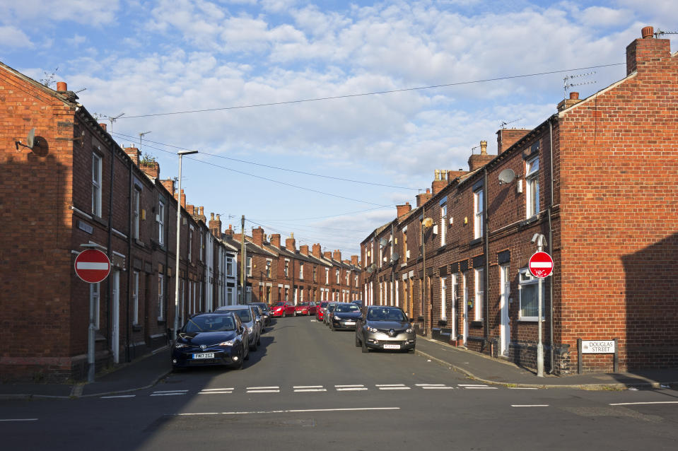 terraced homes, street community, northern town, st helens, Lancashire, Merseyside, England, Britain, UK. (Photo by: Education Images/Universal Images Group via Getty Images)