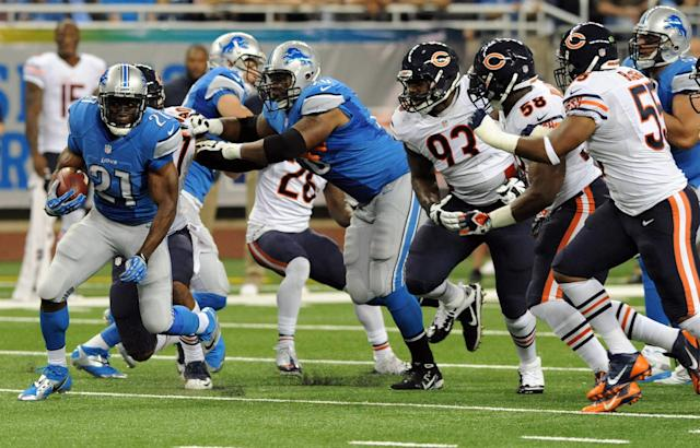 Detroit Lions running back Reggie Bush (21) rushes against the defense of the Chicago Bears during the first quarter of an NFL football game at Ford Field in Detroit, Sunday, Sept. 29, 2013. (AP Photo/Jose Juarez)