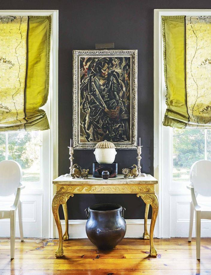 """<p>For his own Upstate New York dining room, Roberts, who considers his fellow Indiana native and former boss Mark Hampton a mentor, coated the walls in brown with a bit of purple mixed in """"to make them warmer by daylight or candlelight,"""" he says in <a href=""""https://www.amazon.com/Decorating-Way-See-Markham-Roberts/dp/0865653127"""" rel=""""nofollow noopener"""" target=""""_blank"""" data-ylk=""""slk:his book"""" class=""""link rapid-noclick-resp"""">his book</a> <em>Decorating the Way I See It</em> (Vendome Press, 2014).</p><p><a class=""""link rapid-noclick-resp"""" href=""""https://www.sherwin-williams.com/homeowners/color/find-and-explore-colors/paint-colors-by-family/SW7630-raisin"""" rel=""""nofollow noopener"""" target=""""_blank"""" data-ylk=""""slk:Get the Look"""">Get the Look</a></p>"""