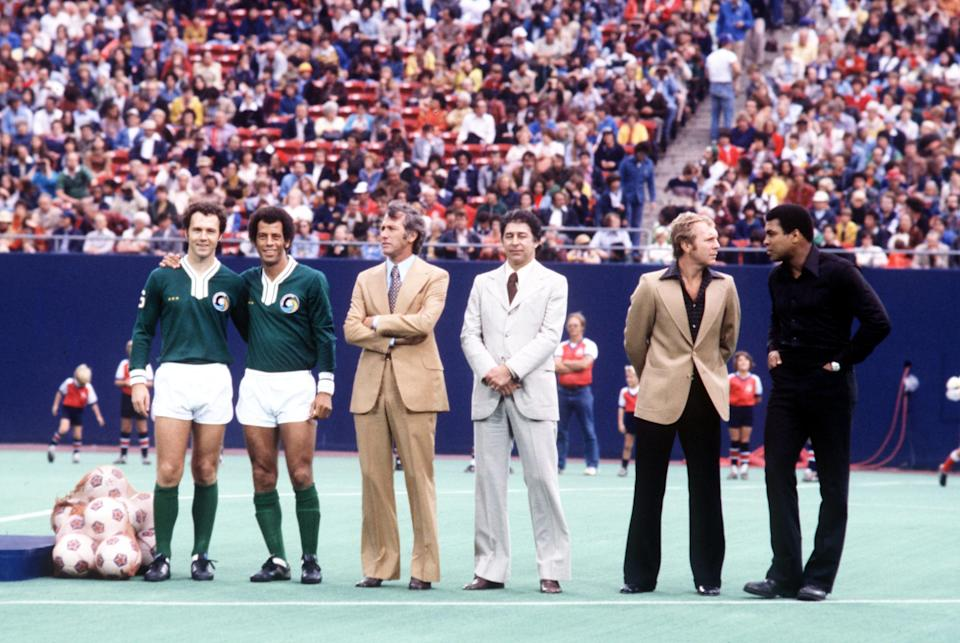 An illustrious welcoming party, including New York Cosmos' Franz Beckenbauer (l) and Carlos Alberto (second l), Bobby Moore (second r) and Muhammad Ali (r), wait to greet Pele before the final match of his career  (Photo by Peter Robinson/EMPICS via Getty Images)