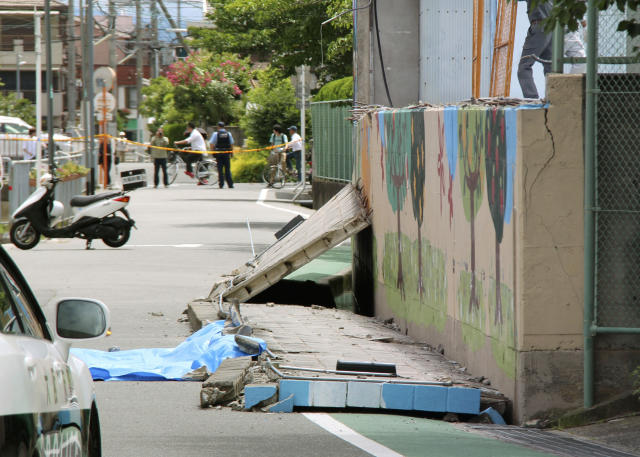<p>Wall lies on road after it fell down following an earthquake near an elementary school in Takatsuki, Osaka, Monday, June 18, 2018. A strong earthquake knocked over walls and set off scattered fires around the city of Osaka in western Japan on Monday morning. (Photo: Shuichiro Sugiyama/Kyodo News via AP) </p>