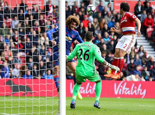 <p>Fellaini swoops to head United in front </p>