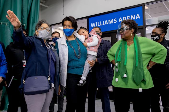 Dr. GiGi El-Bayoumi shows D.C. mayor Muriel Bowser and her daughter Miranda Bowser, alongside Cora Masters Barry, the Southeast Tennis and Learning Center (Amanda Andrade-Rhoades / The Washington Post via Getty Images file)