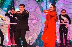 Karisma Kapoor takes us down memory lane as she grooves with her 'Hero No.1' Govinda