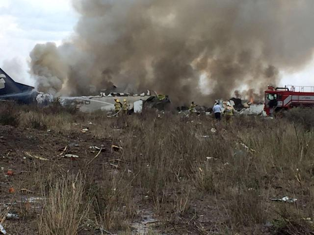 <p>Rescue personnel work at the site where an Aeromexico-operated Embraer passenger jet crashed in Mexico's northern state of Durango, July 31, 2018, in this picture obtained from social media.(Photo: Proteccion Civil Durango via Reuters) </p>