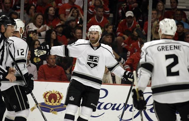 Los Angeles Kings center Jeff Carter celebrates after scoring a goal against Chicago Blackhawks during the first period in Game 7 of the Western Conference finals in the NHL hockey Stanley Cup playoffs Sunday, June 1, 2014, in Chicago. (AP Photo/Nam Y. Huh)