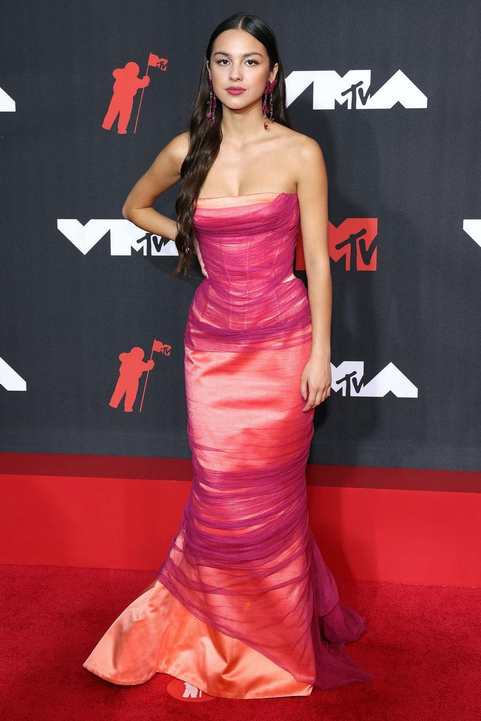 <p><strong>12 September </strong></p><p>Olivia Rodrigo dressed in a vintage Atelier Versace gown from the spring/summer 2001 collection. </p>