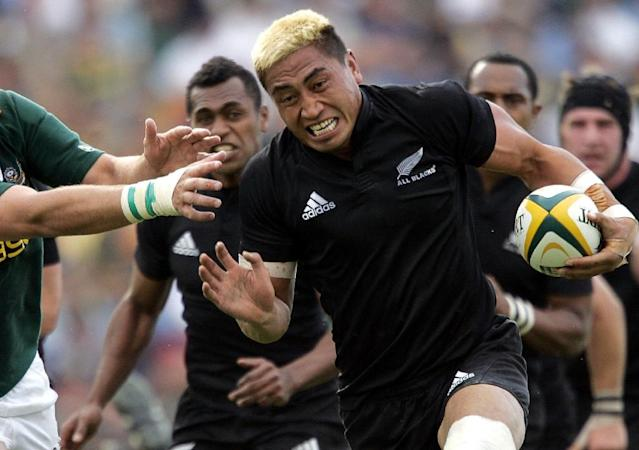 The late Jerry Collins (R) fending off the tackle of South African Pedrie Wannenburg (L) during the Tri-Nations rugby match at the Royal Bafokeng stadium in Rustenburg (AFP Photo/Gianluigi Guercia)