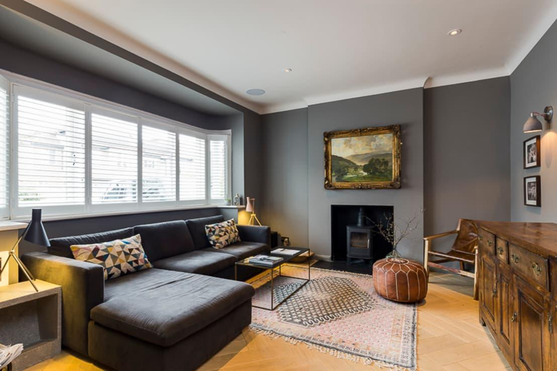 <p>Grey has been gradually increasing in popularity over the last two years and has finally reached the pinnacle of interior design accomplishments, in the sense that it is now one of THE colours for an on-trend and gorgeous lounge. The true genius of grey is that there is a shade for everyone.</p><p>in 2017, cool and pale hues, not dissimilar to concrete, were very popular, but in 2018, experts are predicting an uptake in bolder shades, such as dark granite and charcoal. Wonderful for creating a modern yet classically elegant living room, grey walls and furniture will be in vogue for a long time to come and would definitely appeal to potential buyers, if you are staging for a sale.</p>  Credits: homify / VCDesign Architectural Services