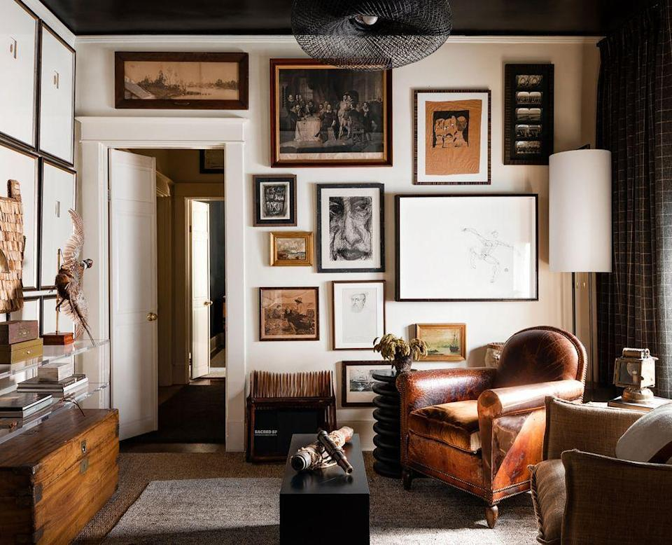 """<p>An eclectic gallery wall with mismatched frames and art is the perfect recipe for a homey interior—take note from interior designer <a href=""""https://www.elledecor.com/design-decorate/house-interiors/a36431322/sean-anderson-memphis-bungalow/"""" rel=""""nofollow noopener"""" target=""""_blank"""" data-ylk=""""slk:Sean Anderson's Memphis Bungalow"""" class=""""link rapid-noclick-resp"""">Sean Anderson's Memphis Bungalow</a>.</p>"""
