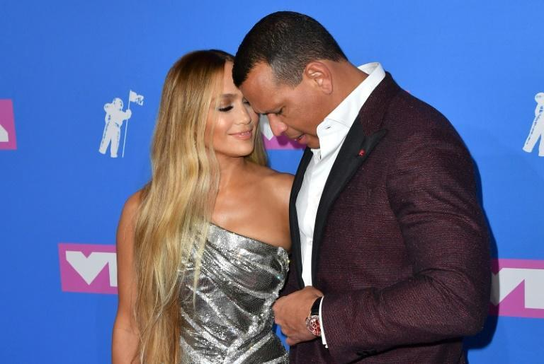 Jennifer Lopez (L) and Alex Rodriguez, shown here attending the 2018 MTV Video Music Awards, had announced their parting ways