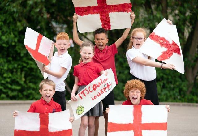 Pupils of Whingate Primary School, Leeds, support Phillips who went to the school himself