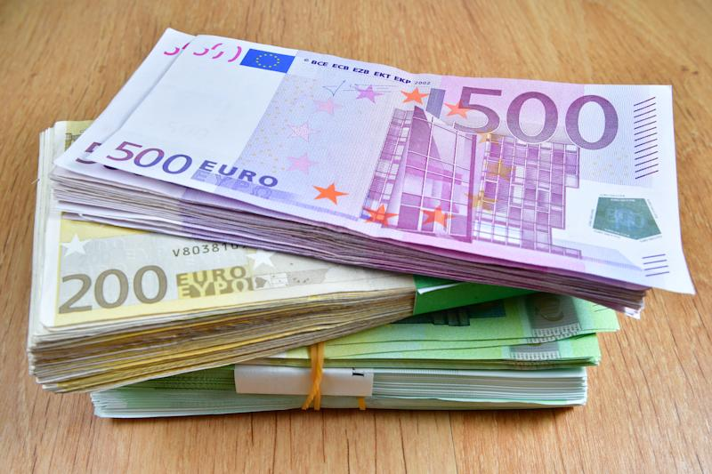 European currecies, euros, shown in different ways