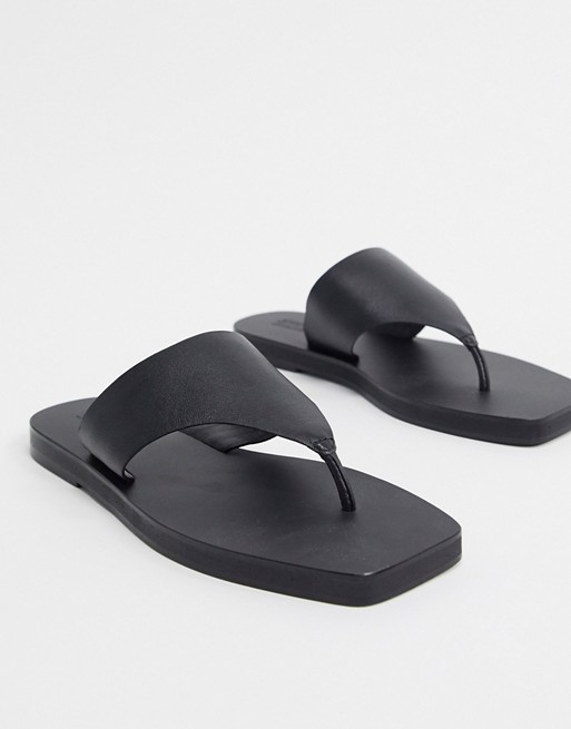 """<br> <br> <strong>ASOS DESIGN</strong> Fae Leather Flat Sandals, $, available at <a href=""""https://go.skimresources.com/?id=30283X879131&url=https%3A%2F%2Fwww.asos.com%2Fus%2Fasos-design%2Fasos-design-fae-leather-flat-sandals-in-black%2Fprd%2F14779437%3Fcolourwayid%3D16643440%26SearchQuery%3D%26cid%3D6458"""" rel=""""nofollow noopener"""" target=""""_blank"""" data-ylk=""""slk:ASOS"""" class=""""link rapid-noclick-resp"""">ASOS</a>"""