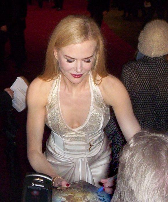 Nicole Kidman looks ravishing in white dress as she is caught on camera giving an autograph to a fan.