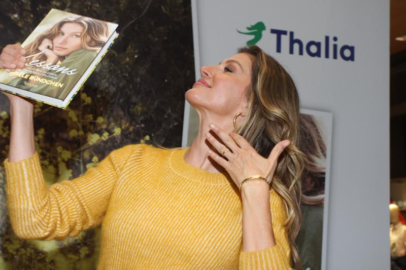 HAMBURG, GERMANY - APRIL 03: Gisele Bundchen during her visit of Thalia Book Store on April 3, 2019 in Hamburg, Germany. (Photo by Tristar Media/Getty Images)