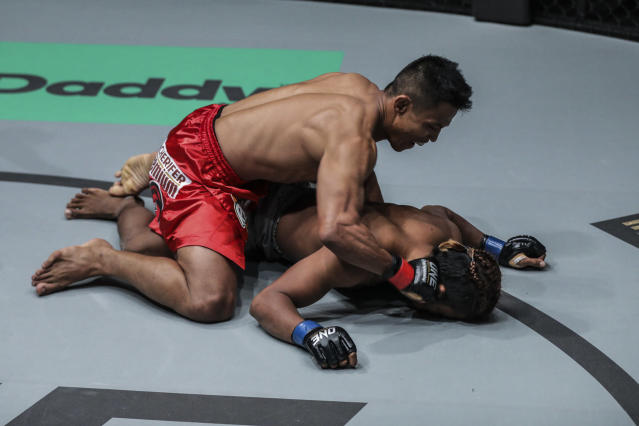 "Edward ""The Ferocious"" Kelly (top) knocked out Meas Meu Friday in Manila with a flying knee in their featherweight bout on a ONE Championship card. (Courtesy ONE Championship)"