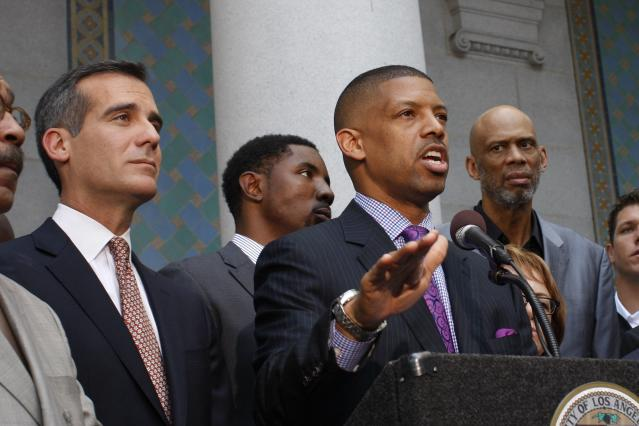 Sacramento Mayor Kevin Johnson, working on behalf of the National Basketball Players Association, speaks as Los Angeles Mayor Eric Garcetti (L) and retired basketball star Kareem Abdul-Jabbar (R) look on at a news conference outside City Hall, after National Basketball Association Commissioner Adam Silver made an announcement regarding Los Angeles Clippers owner Donald Sterling, in Los Angeles, California, April 29, 2014. The National Basketball Association on Tuesday banned Los Angeles Clippers owner Donald Sterling from the game for life for racist comments that outraged players, fans and the U.S. President. REUTERS/David McNew (UNITED STATES - Tags: SPORT POLITICS)