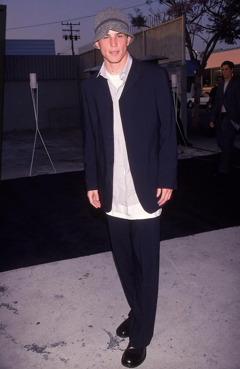 Josh Hartnett wearing Armani in 1999: even the bucket hat is unstructured! Photo by Mirek Towski/DMI/The LIFE Picture Collection via Getty Images)