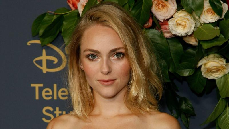 AnnaSophia Robb Just Chopped Her Hair Into a Pixie and It Looks Adorable