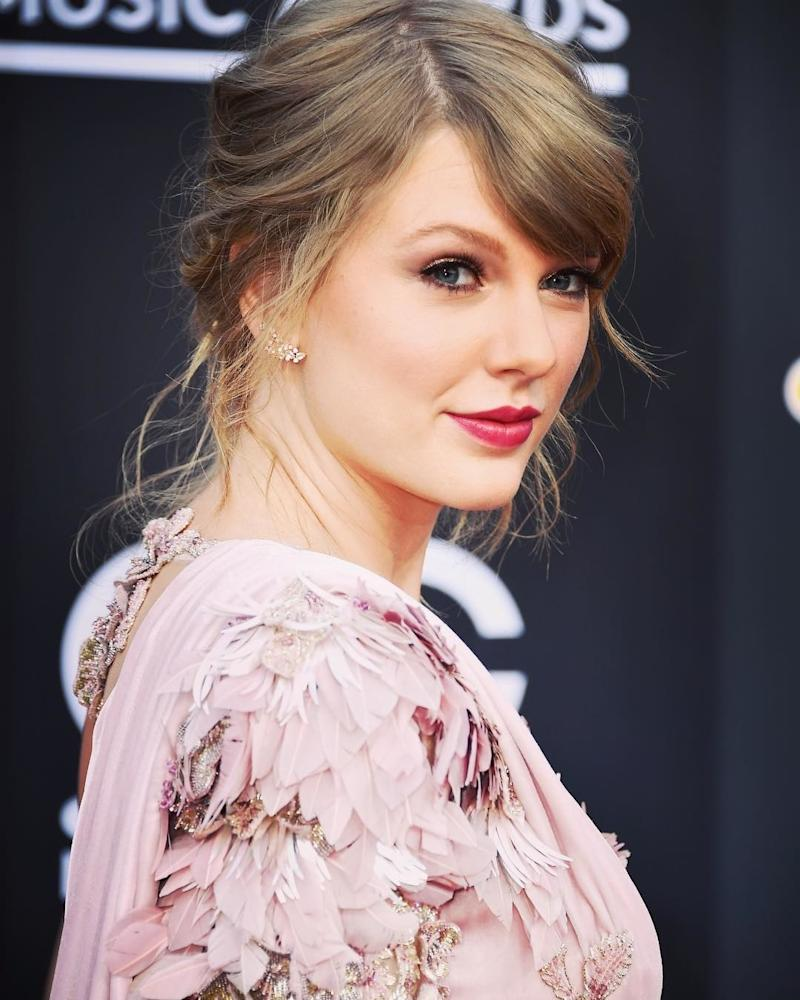 Returning to the red carpet, Taylor Swift poses at the 2018 Billboard Music Awards in a romantically messy up do and a rose-colored pout. Photo courtesy of Instagram.