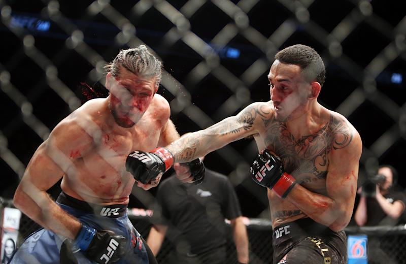 TORONTO, ON - DECEMBER 8: Max Holloway (R) of the United States fights against Brian Ortega of the United States in a featherweight bout during the UFC 231 event at Scotiabank Arena on December 8, 2018 in Toronto, Canada. (Photo by Vaughn Ridley/Getty Images)