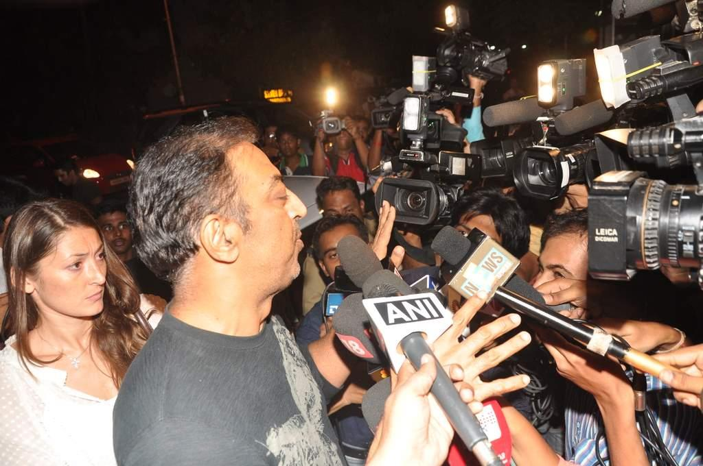 Vindoo Dara Singh talks to reporters after being released on bail in Mumbai. (Sanskrity Media)