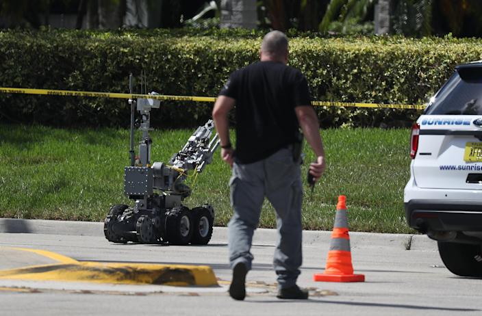 Police use a robotic vehicle to investigate a suspicious package in the building where Rep. Debbie Wasserman-Schultz has an office in Sunrise, Fla., on Oct. 24, 2018. (Photo: Joe Raedle/Getty Images)