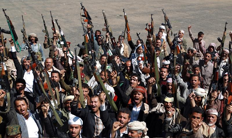 Yemeni armed members of the Shiite Huthi movement take part in a demonstration in Sanaa on February 4, 2015 (AFP Photo/Mohammed Huwais)