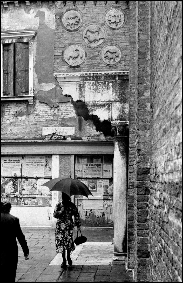 <p>Venice in the rain, 1954. (© Inge Morath/Magnum Photos from the book Inge Morath: An Illustrated Biography by Linda Gordon, published by Prestel) </p>