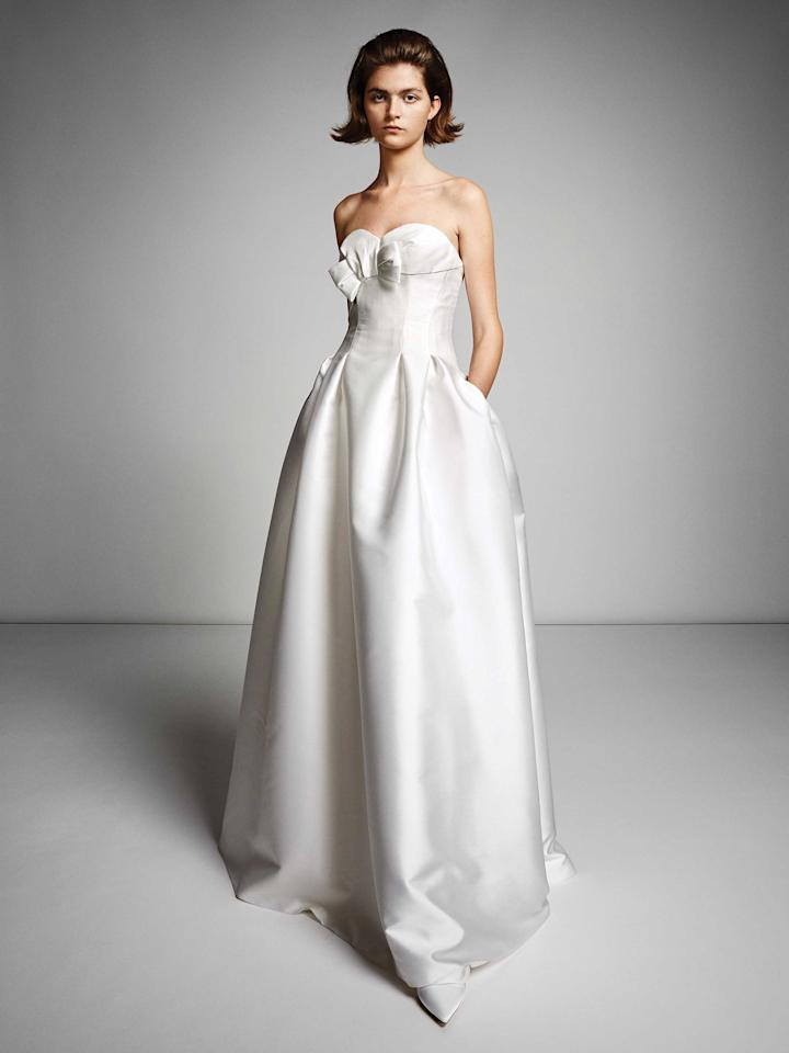 <p>Simple strapless gown with bow. (Photo: Viktor & Rolf Mariage) </p>