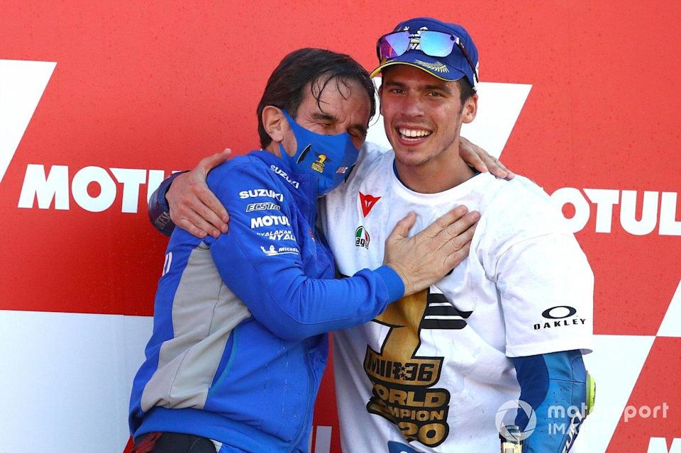 "MotoGP-Weltmeister 2020: Joan Mir, Team Suzuki MotoGP, mit Davide Brivio<span class=""copyright"">Gold and Goose / Motorsport Images</span>"
