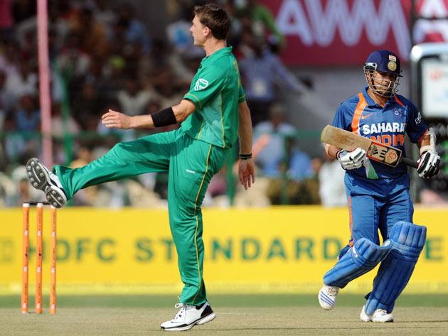 South African cricketer Dale Steyn (L) reacts after being hit for a boundary by Indian batsman Sachin Tendulkar (R) during the second one day international (ODI) cricket match between India and South Africa at The Captain Roop Singh Stadium in Gwalior on February 24, 2010.     India are currently 100 runs for the loss of one wicket in fifteen overs after winning the toss and electing to bat first.   AFP PHOTO/MANAN VATSYAYANA