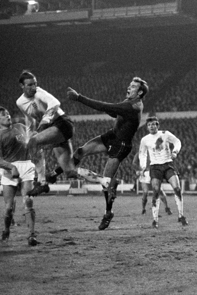 <p>5 Jack Charlton<br /> Age: 34 years 217 days<br /> Scored against Portugal 1969 </p>