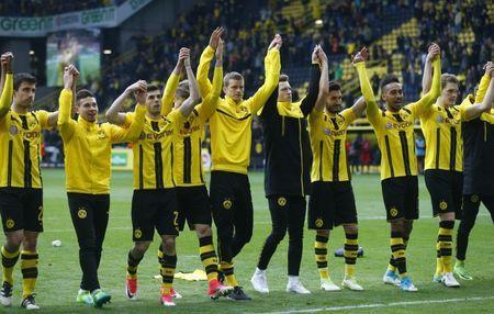 Soccer Football - Borussia Dortmund vs Eintracht Frankfurt - Bundesliga - Signal Iduna Park, Dortmund, Germany - 15/4/17 Borussia Dortmund players as they celebrate after the match Reuters / Ralph Orlowski Livepic