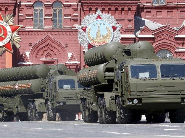 FILE PHOTO: Russian S-400 air defence mobile missile launching systems drive during a rehearsal for the Victory Day parade in Red Square in central Moscow, Russia, May 7, 2015. REUTERS/Grigory Dukor