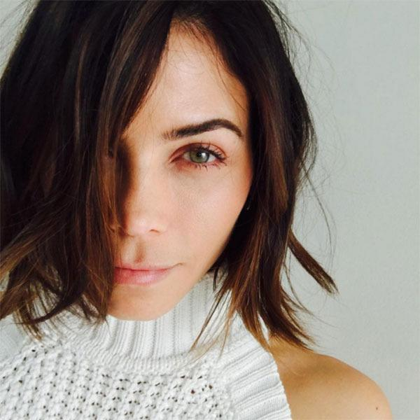 """The actress revealed that she'd gone under the scissors, taking her lob to an all-out bob! """"Feeling mama tired today but this fresh chop and colour with @jenatkinhair and @denisdesouza got me feelin sunny,"""" she wrote on Instagram."""