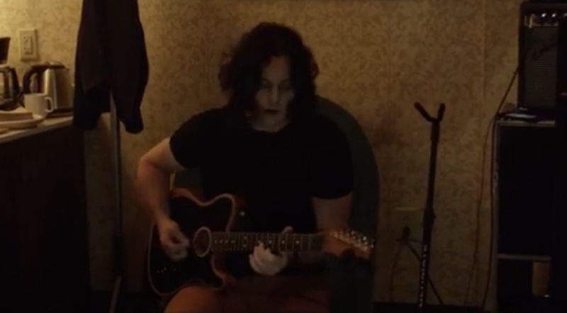 """Jack White warms up backstage by playing along to JAY-Z's """"99 Problems"""": Watch"""