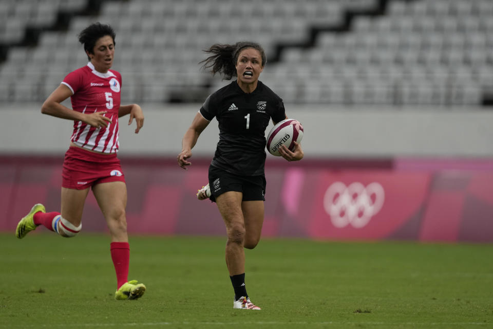 New Zealand's Ruby Tui outpaces Russian Olympic Committee's Baizat Khamidova on her way to score a try, in their women's rugby sevens match at the 2020 Summer Olympics, Friday, July 30, 2021 in Tokyo, Japan. (AP Photo/Shuji Kajiyama)
